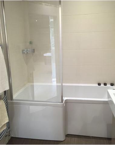 Carron shower bath now 383 ekco for Ex display bathrooms