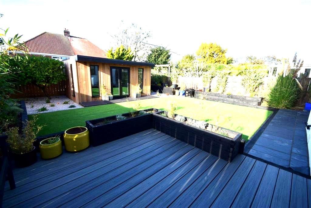 garden room with decking