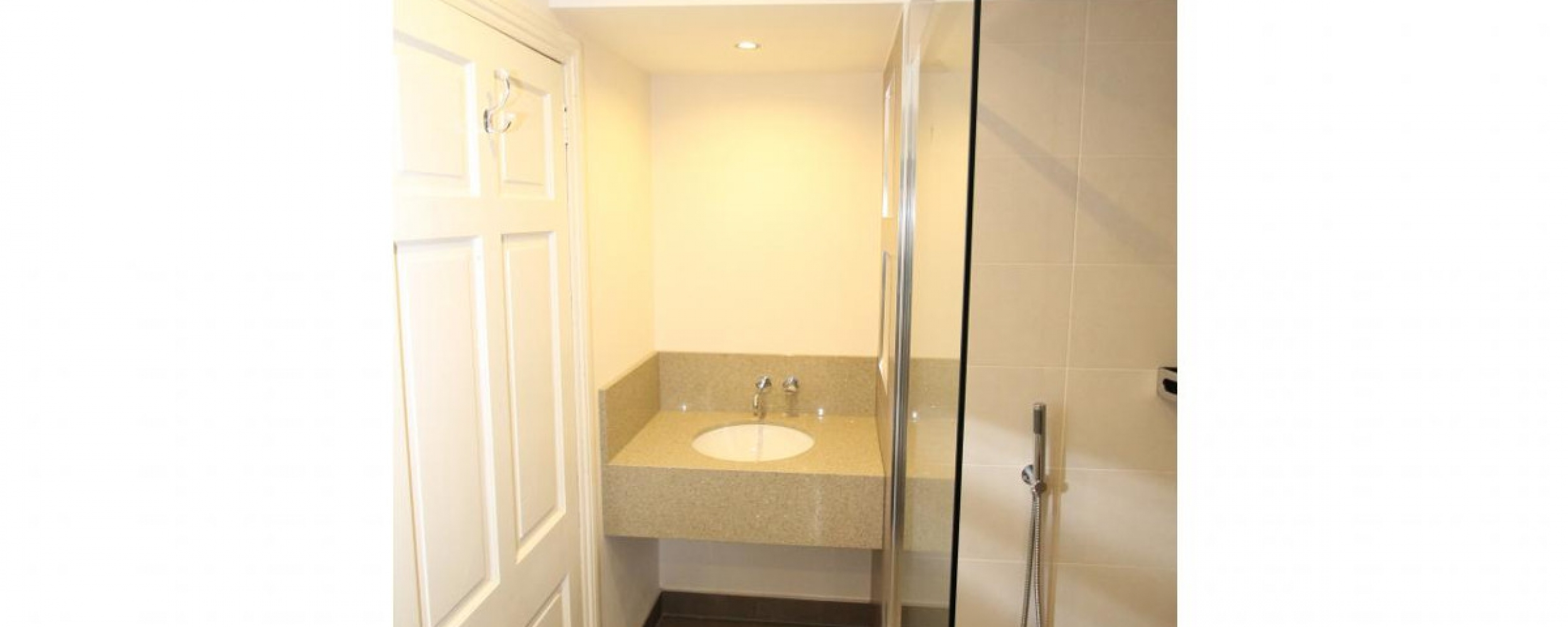 Mr mrs pollock guest bathroom ekco for Ekco bathrooms